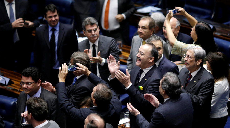 Members of Brazil's Senate react after a vote to impeach President Dilma Rousseff for breaking budget laws in Brasilia, Brazil, May 12, 2016. © Ueslei Marcelino