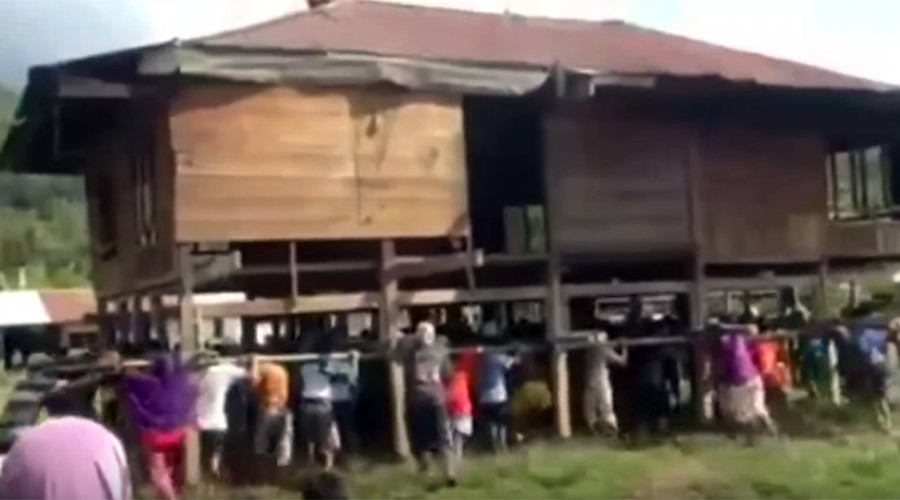 It takes a village… to move an entire house by hand (VIDEO)