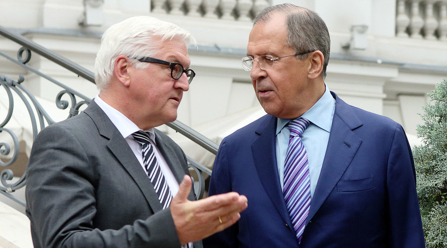 German Foreign Minister Frank-Walter Steinmeier (L) and Russian Foreign Minister Sergei Lavrov. © Heinz-Peter Bader