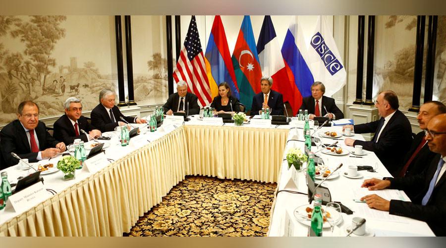 Russian Foreign Minister Sergei Lavrov (L), Armenia's President Serzh Sargsyan (2nd L), U.S. Secretary of State John Kerry (C) and President Ilham Aliyev of Azerbaijan (R) attend a meeting in Vienna, Austria, May 16, 2016. ©Leonhard Foeger