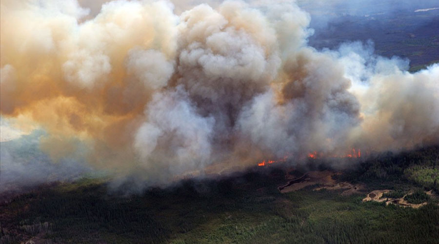 Out-of-control Alberta wildfire threatens oilsands plants