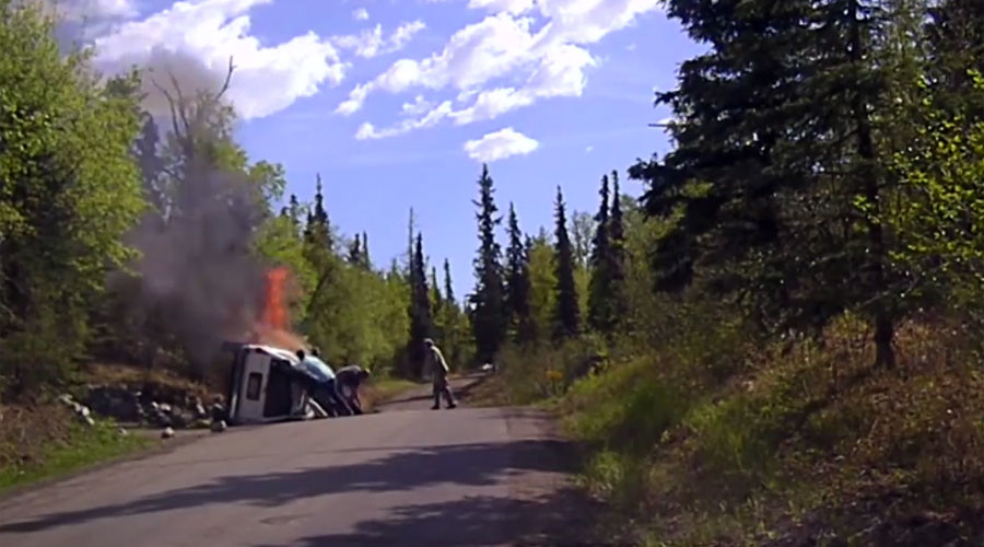 Bystanders free man from car wreck moments before it bursts into flames (VIDEO)
