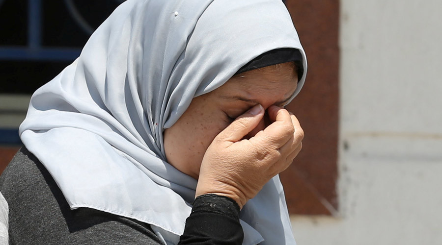 An unidentified woman reacts as she waits outside the Egyptair in-flight service building, where relatives and friends of passengers who were flying in an EgyptAir plane that vanished from radar en route from Paris to Cairo are being held, at Cairo International Airport © Mohamed Abd El Ghany