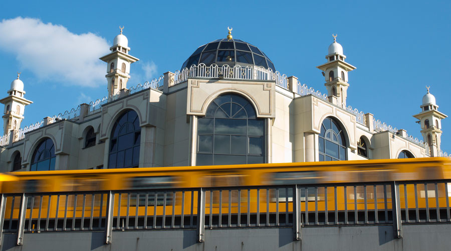 'We have to know what happens there': German govt wants to watch mosques & imams