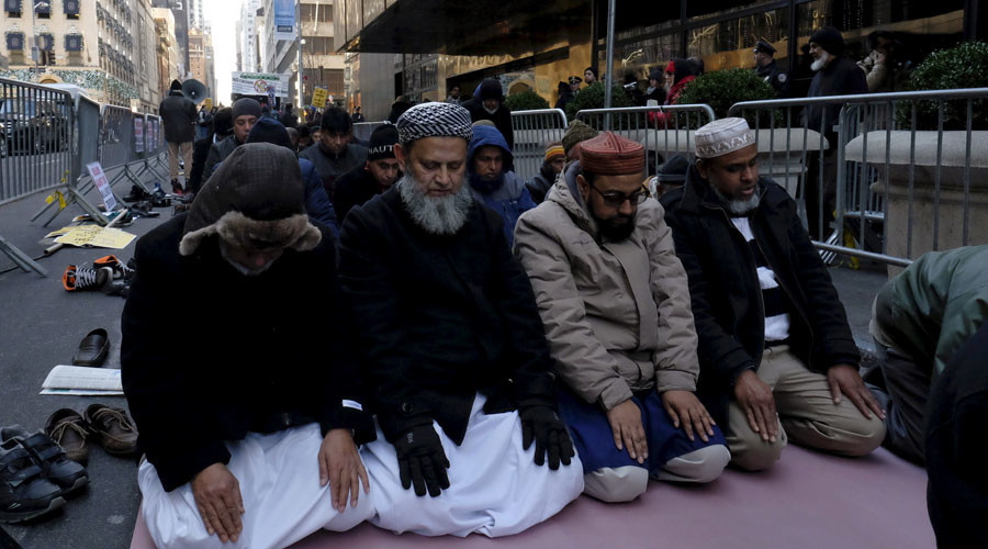 Muslims pray as they take part in a protest against presidential candidate Donald Trump outside of his New York City office on December 20, 2015. © Eduardo Munoz