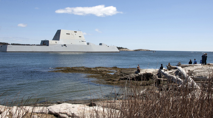 The future guided-missile destroyer USS Zumwalt (DDG 1000) departs Bath, Maine to conduct acceptance trials, April 20, 2016. © US Navy