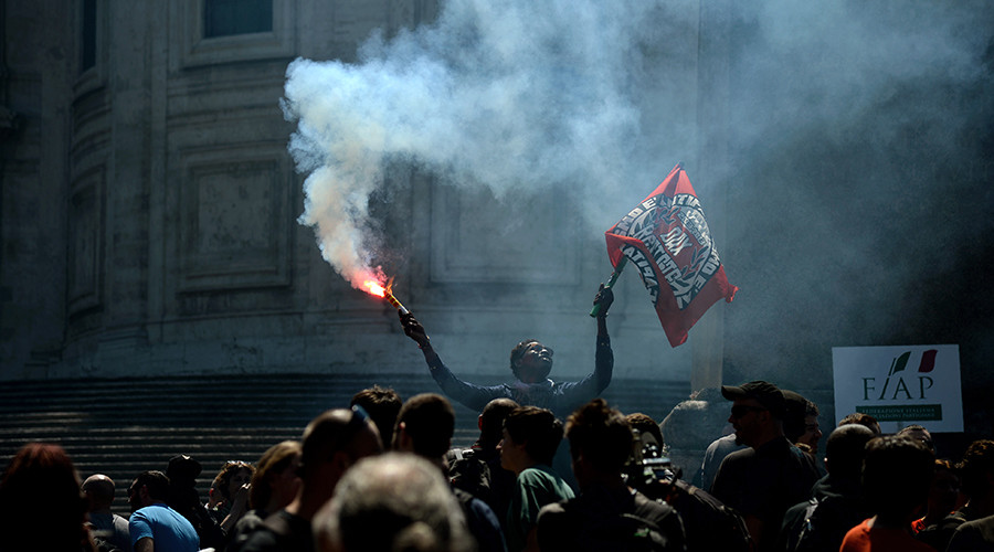 'This is my home': Thousands gather for anti-migrant rally in Rome (PHOTOS, VIDEO)