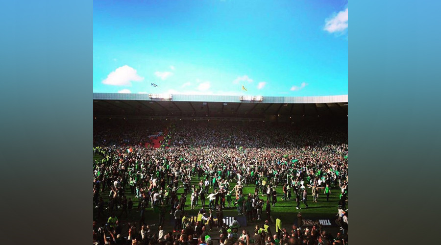 Scottish Cup final ends in violence after football fans storm the pitch (VIDEO)