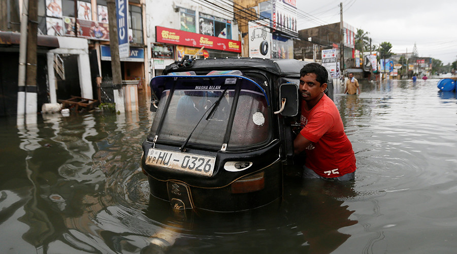 82 dead & 500,000 homeless as floods & landslides decimate Sri Lanka (PHOTOS, VIDEO)