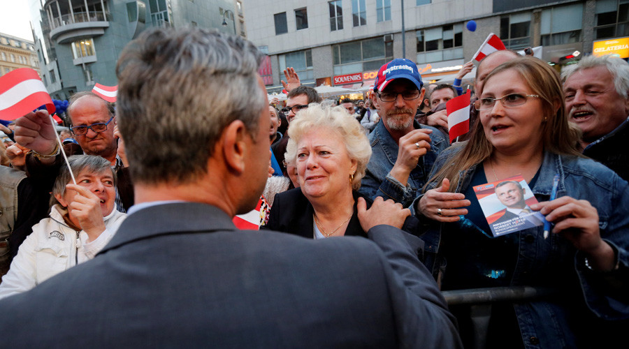 Austrian far right Freedom Party presidential candidate Norbert Hofer talks to supporters after the final election rally in Vienna, Austria © Leonhard Foeger