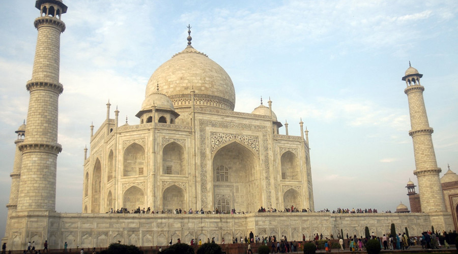 Tourists visit the historic Taj Mahal in the northern Indian city of Agra © Stringer India