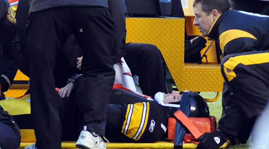 Pittsburgh Steelers quarterback Ben Roethlisberger received a concussion on December 28, 2008. © Jason Cohn