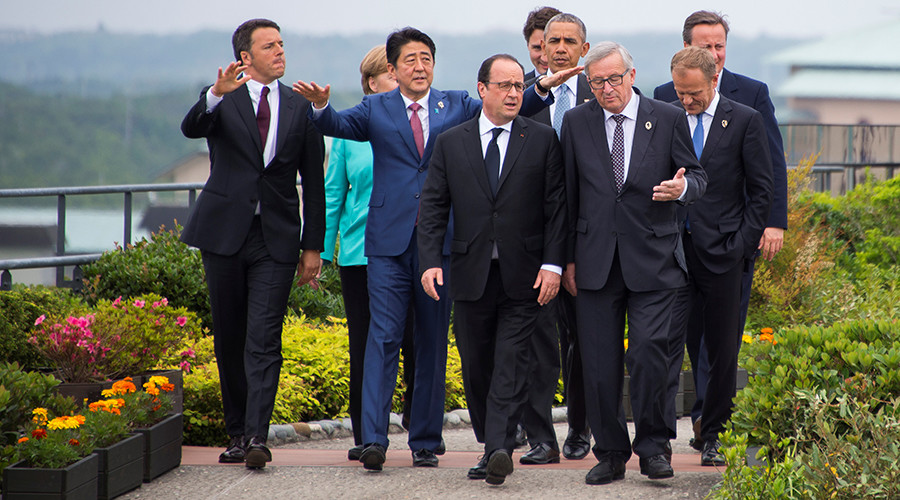 G7 leaders walk out to the family photo event during the first day of the group summit meetings in Ise Shima, Japan© Jim Watson