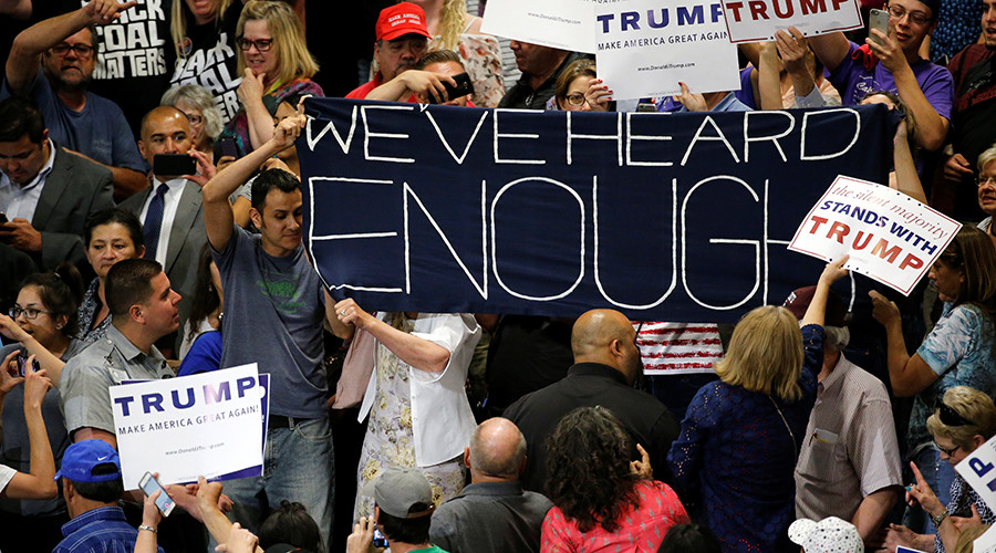 Protesters disrupt a rally by Republican U.S. presidential candidate Donald Trump and his supporters in Albuquerque, New Mexico, U.S. May 24, 2016 © Jonathan Ernst