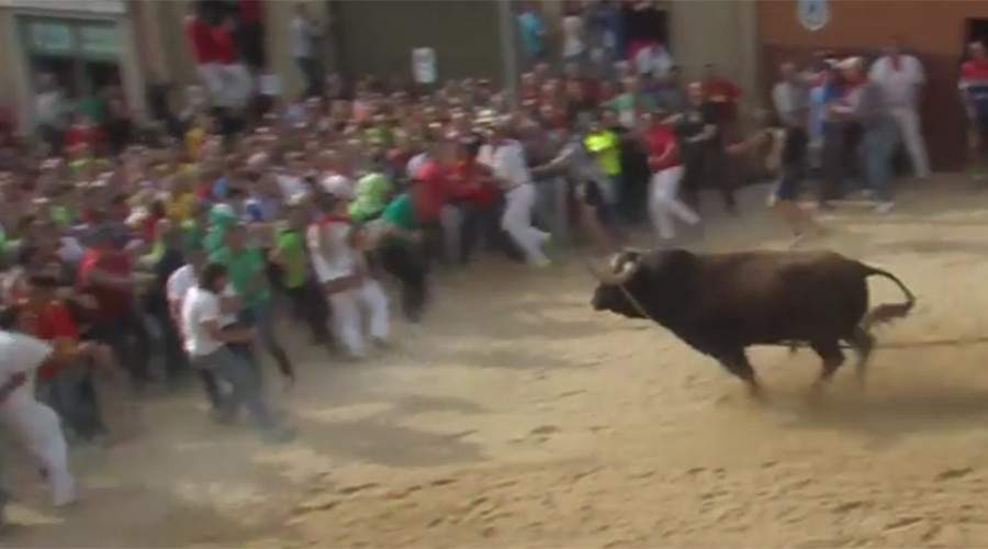 Raging bull gores three at Spanish 'slaughter' festival (PHOTOS, VIDEO)
