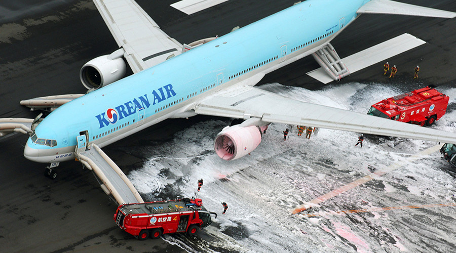 An aerial picture shows firefighters spraying foam at the engine of a Korean Air Lines plane after smoke rose from it at Haneda airport in Tokyo, Japan, May 27, 2016 © Kyodo