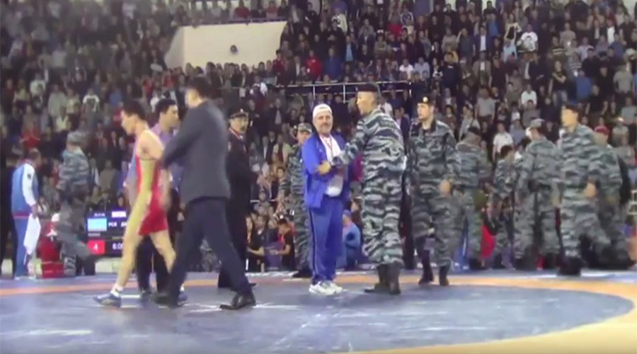 Russian riot police break up mass brawl at wrestling tournament (VIDEO)