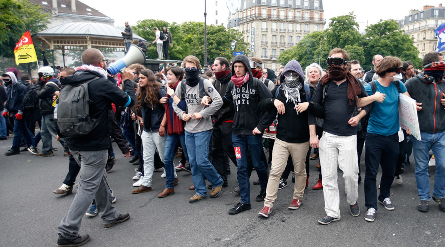 Masked youths take part in a demonstration in protest of the government's proposed labor law reforms in Paris, France, May 26, 2016. © Charles Platiau