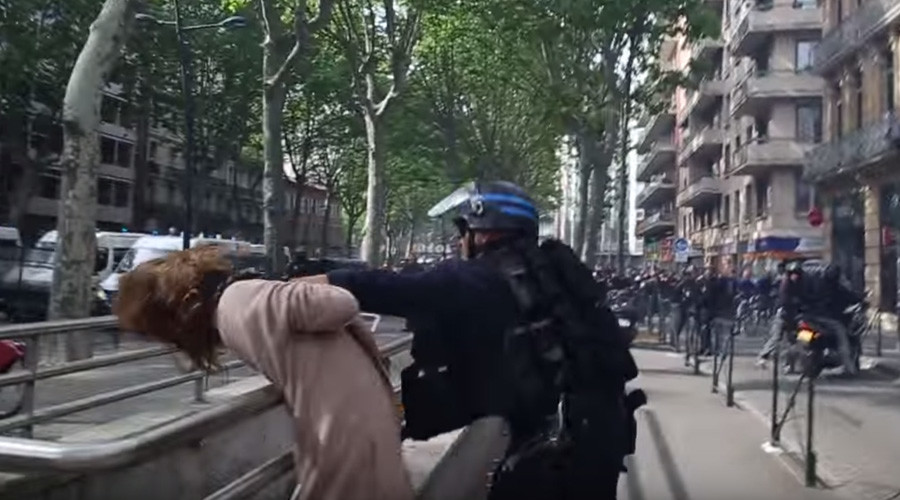 VIDEO: Policeman grabs woman by throat, slams her down, as French clashes escalate