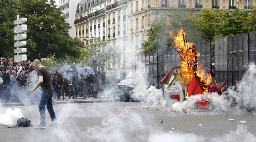 'French govt vs trade unions: can Euro-2016 be derailed?'