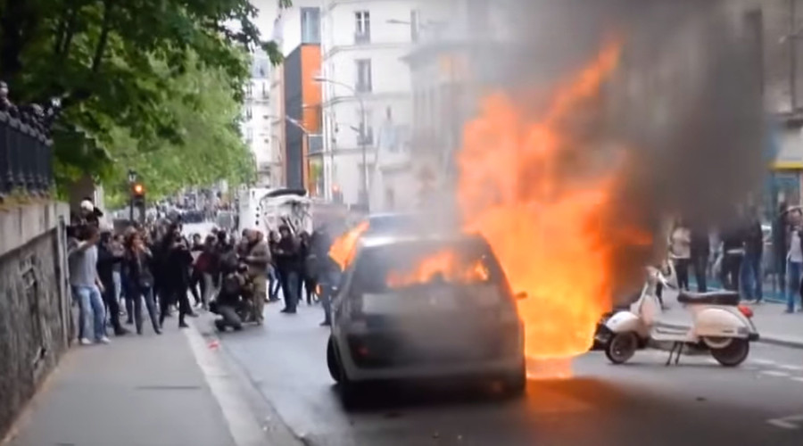 US citizen among attackers who smashed & torched police car during Paris riots (VIDEO)