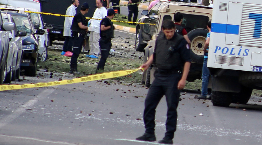 Six killed, 20 injured in roadside bombings in southeast Turkey