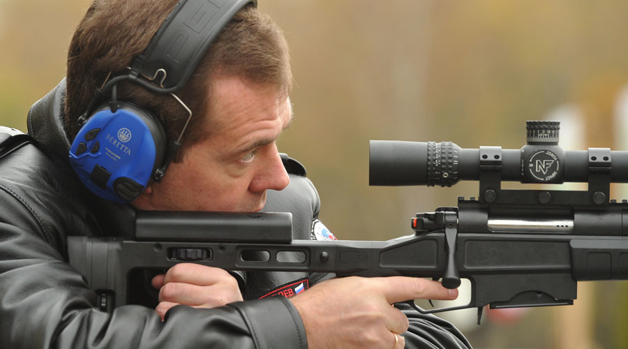 Medvedev urges greater effort to secure Russia's 2nd place on international arms market