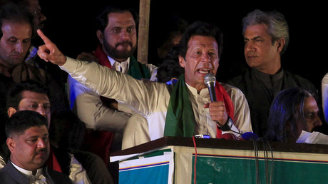 Pakistani opposition politician Imran Khan speaks to supporters during a rally in Islamabad, Pakistan April 24, 2016. © Faisal Mahmood