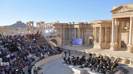 Spectators listen to the unique concert given by Russia's Mariinsky Symphony Orchestra in embattled Palmyra on May 5  © SANA