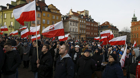 Protesters hold flags as they gathers during anti-immigrant rally in front of the Royal Castle in Warsaw, Poland February 6, 2016. © Kacper Pempe
