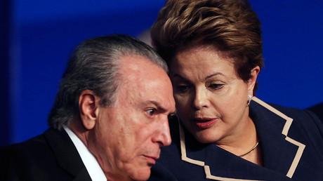 Brazil's President Dilma Rousseff (R) speaks with Vice President Michel Temer © Ueslei Marcelino