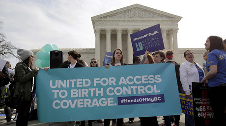 Supporters of contraception rally before Zubik v. Burwell, an appeal brought by Christian groups demanding full exemption from the requirement to provide insurance covering contraception under the Affordable Care Act, is heard by the U.S. Supreme Court in Washington, U.S., March 23, 2016. © Reuters