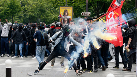 Protestors clash with riot police during a demonstration against French labour law reforms in Paris, France, May 17, 2016 © Gonzalo Fuentes
