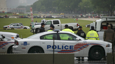 U.S. Capitol Police suuround a white pickup truck after a man drove it onto the National Mall in Washington, U.S., May 17, 2016. ©Kevin Lamarque