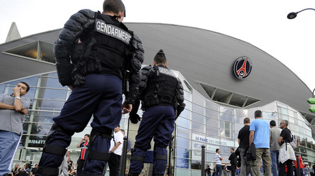 French police survey Parc des Princes stadium in Paris © Gonzalo Fuentes