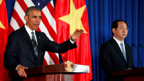 U.S. President Barack Obama (L) attends a press conference with Vietnam's President Tran Dai Quang at the Presidential Palace Compound in Hanoi, Vietnam May 23, 2016. © Carlos Barria