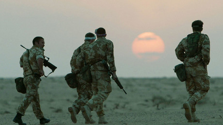 British troops in the Kuwait desert. © Reuters