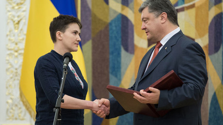 Ukrainian President Petro Poroshenko and Ukrainian pilot Nadezhda Savchenko, on whom Hero of Ukraine title has been conferred, at the ceremony to present the latter with the Order of Gold Star. © Mikhail Markiv