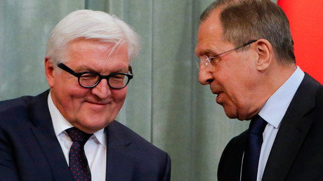 Russian Foreign Minister Sergei Lavrov (R) speaks with his German counterpart Frank-Walter Steinmeier © Sergei Karpukhin
