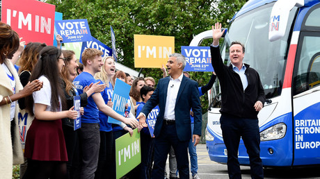 Britain's Prime Minister David Cameron (R) makes a joint appearance with Mayor of London Sadiq Khan (C) as they launch the Britain Stronger in Europe guarantee card at Roehampton University in West London, Britain May 30, 2016. © Facundo Arrizabalaga