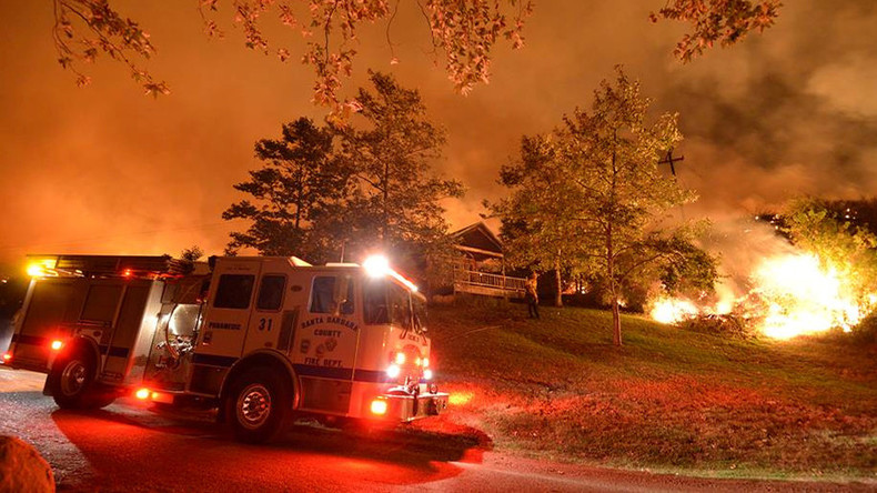 Wildfire devours 60 homes in california hundreds flee for Acheter maison usa californie