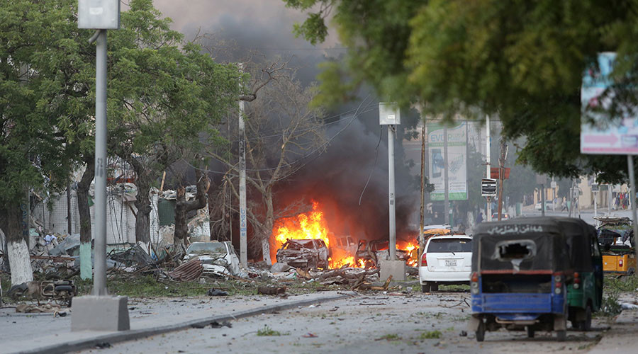 A general view shows the scene of a suicide car bombing outside Hotel Ambassador on Maka Al Mukaram Road in Somalia's capital Mogadishu, June 1, 2016. © Feisal Omar