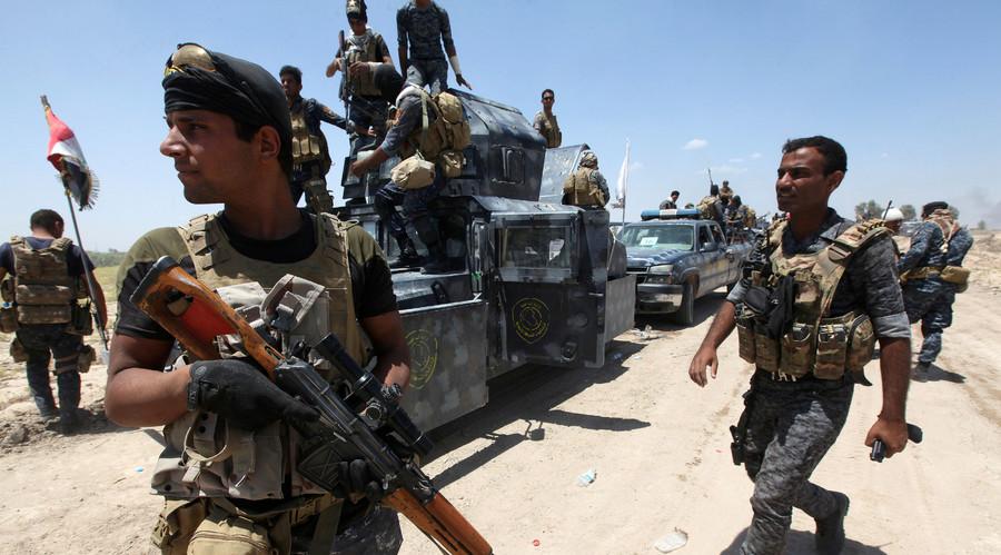Iraqi security forces gather near Fallujah, Iraq, May 31, 2016. © Alaa Al-Marjani