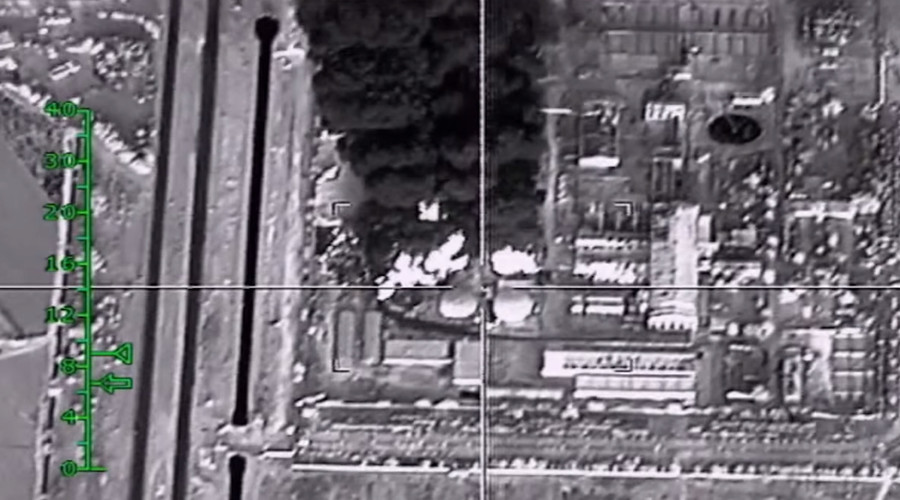 Russian fighter jets destroy ISIS oil facilities close to Turkish border (VIDEO)