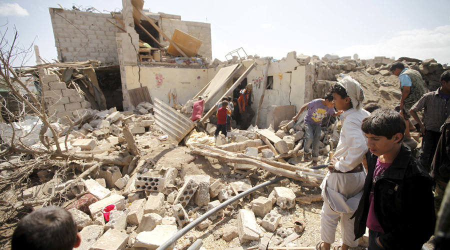 People inspect damage at a house after it was destroyed by a Saudi-led air strike in Yemen's capital Sanaa, February 25, 2016. © Mohamed al-Sayaghi