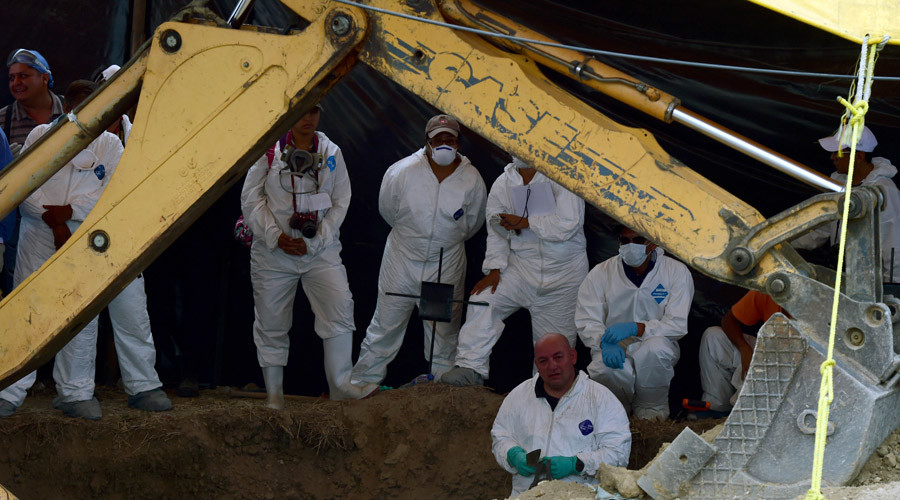 Forensic medical personnel work in teh exhumation of 116 bodies found in a mass grave at Tetelcingo community in Morelos State, Mexico on May 23, 2016.