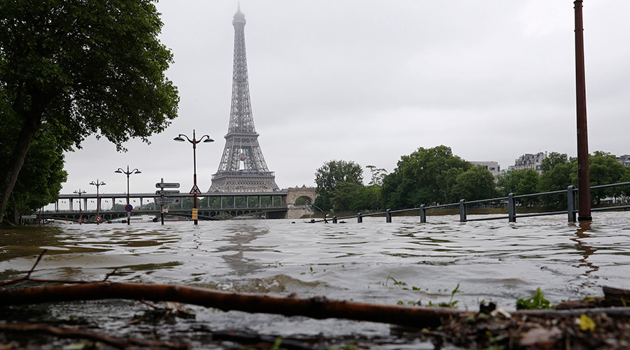 View of the flooded river-side of the River Seine near the Eiffel tower in Paris, France, after days of almost non-stop rain caused flooding in the country, June 3, 2016 © Philippe Wojazer