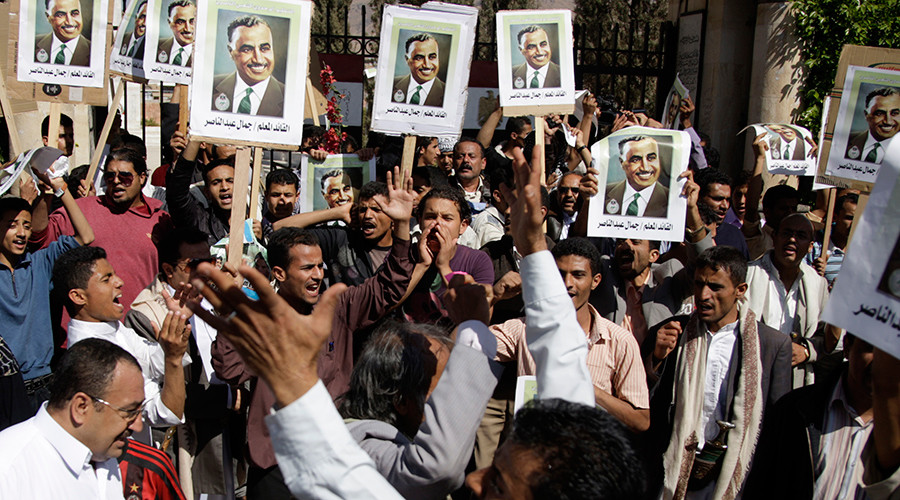 Protesters shout slogans as they march in Sanaa February 11, 2011 to show support to anti-government protesters in Egypt. Posters are of late Egyptian leader Gamal Abdel Nasser © Khaled Abdullah