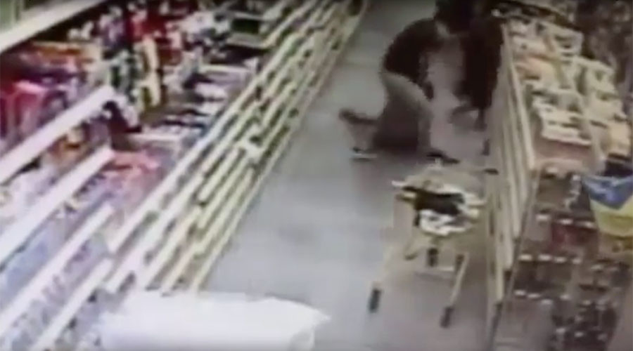 Shocking child kidnap attempt foiled by mother in grocery store (VIDEO)