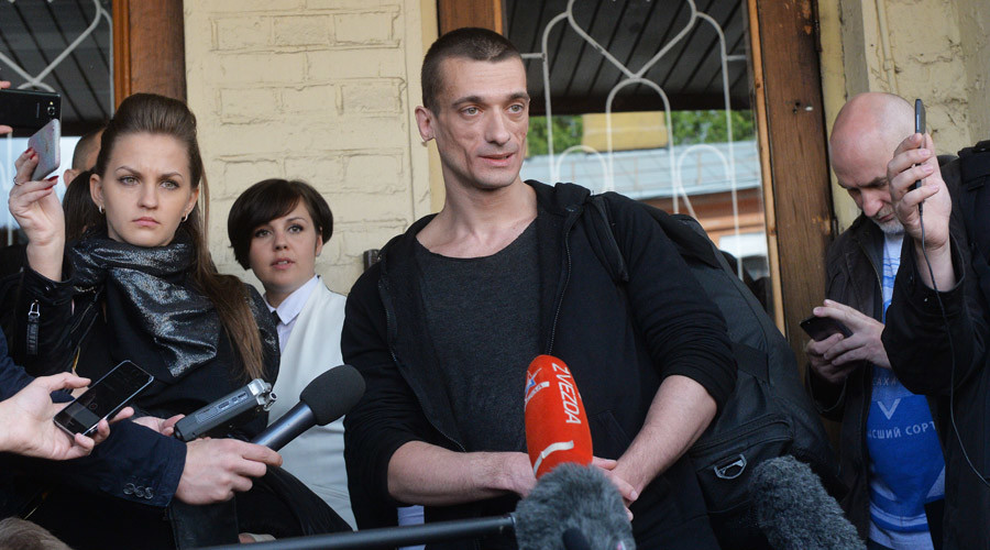 Radical performance artist who started fire at Russian FSB HQ entrance set free on bail